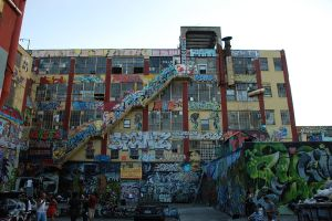 1024px-5_Pointz_Building_Rear_View